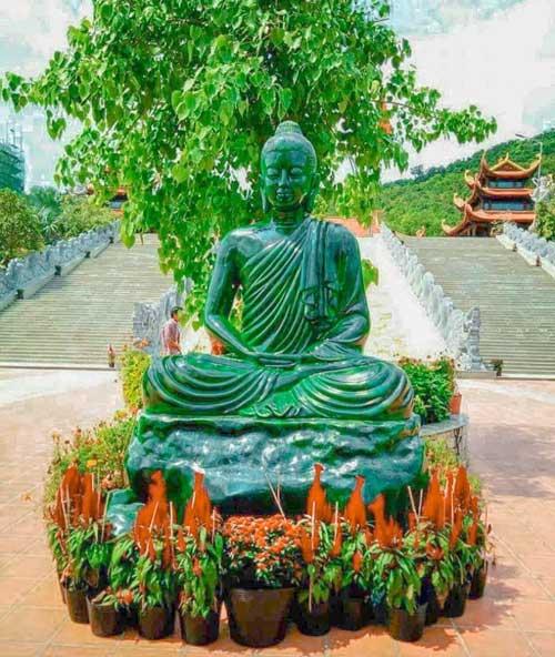 tượng ngọc chùa hộ quốc